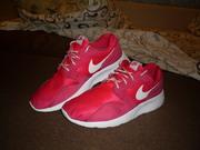 Продам отличные женские кроссовки Nike Kaishi Run